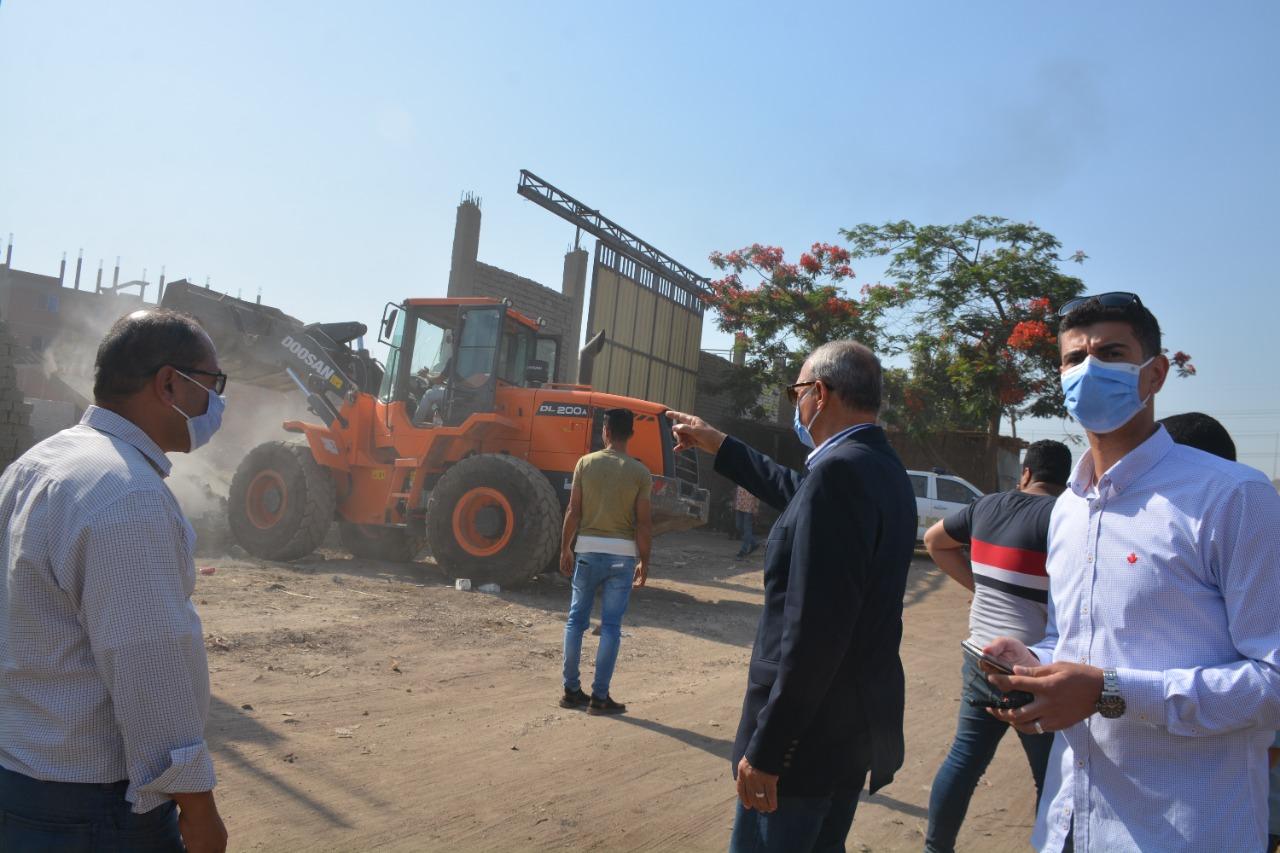 محافظ القليوبية يوجه بإزالة مباني مخالفة  على الطريق الدئري