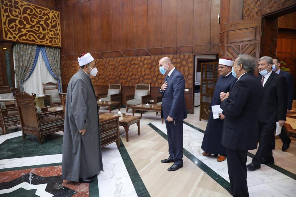 شيخ الأزهر يستقبل مستشار الرئيس الفلسطيني ويؤكد مكانة فلسطين في قلوب العرب والمسلمين