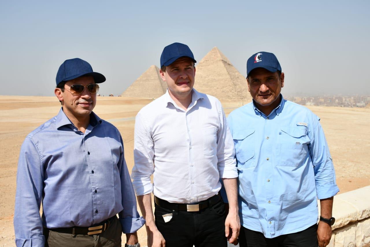 وزير الرياضة يصطحب رئيس الوكالة الدولية لمكافحة المنشطات في جولة سياحية بالاهرامات