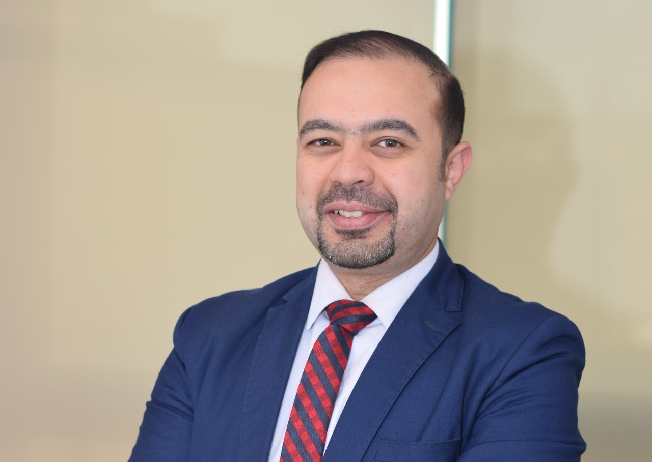 أحمد عاصم يوضح خطوات عملية الحقن المجهري