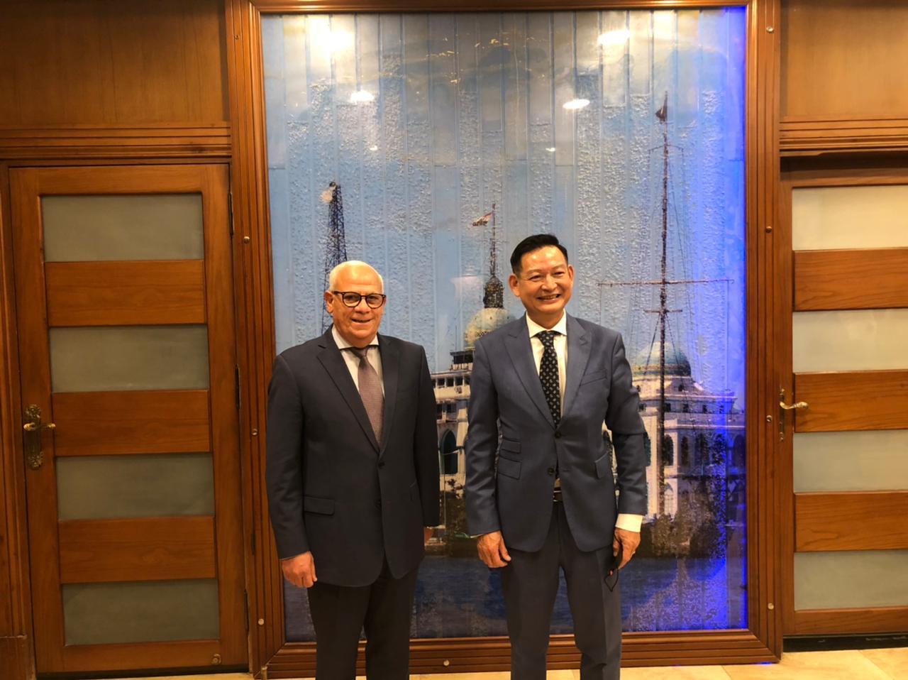 محافظ بورسعيد يستقبل سفير جمهورية فيتنام لدى مصر