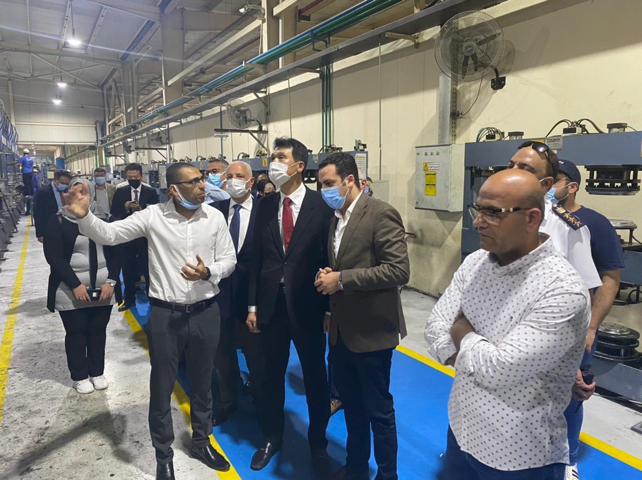 نائب المحافظ وسفير جمهورية كوريا يزوران عدد من المصانع بجنوب بورسعيد