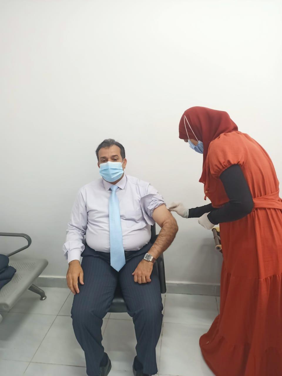 رئيس جامعة جنوب الوادى يعلن انطلاق المرحلة الثانية لحملة التطعيم بلقاح فيروس كورونا بالجامعة