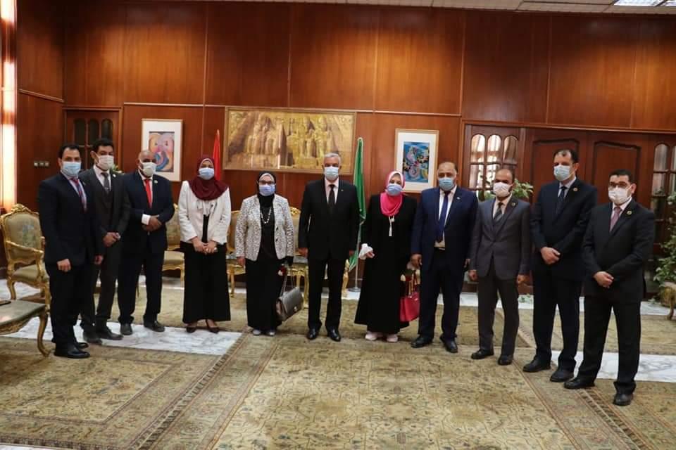 لجنة من قطاع الصيدلة فى زيارة لصيدلة المنوفية
