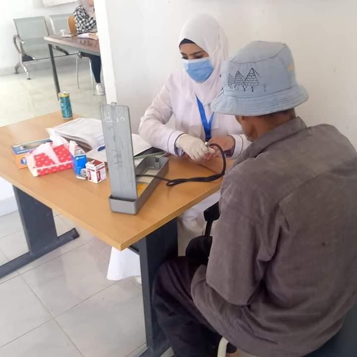 كشف مجانى على ٩٢٥ شخص في قافلة طبية بقرية الأمل شرق قناة السويس
