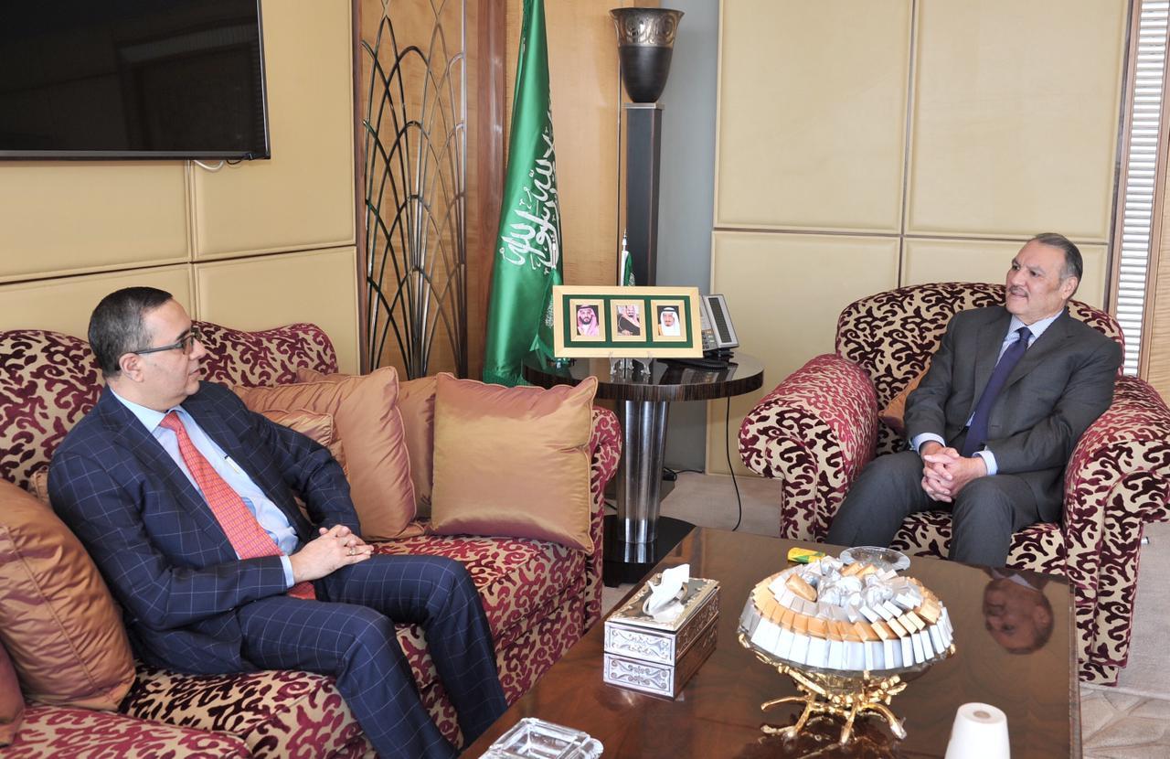 سفير المملكة لدى مصر يلتقي السفير الهندي