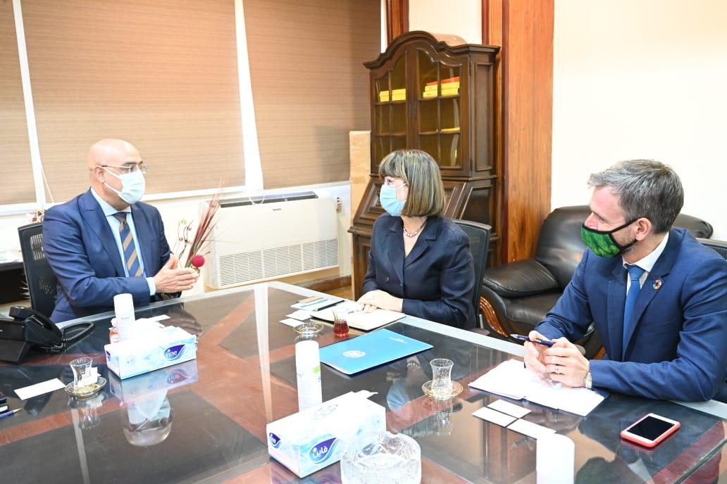 وزير الإسكان يلتقى المنسقة المقيمة للأمم المتحدة بمصر لعرض التجربة العمرانية المصرية