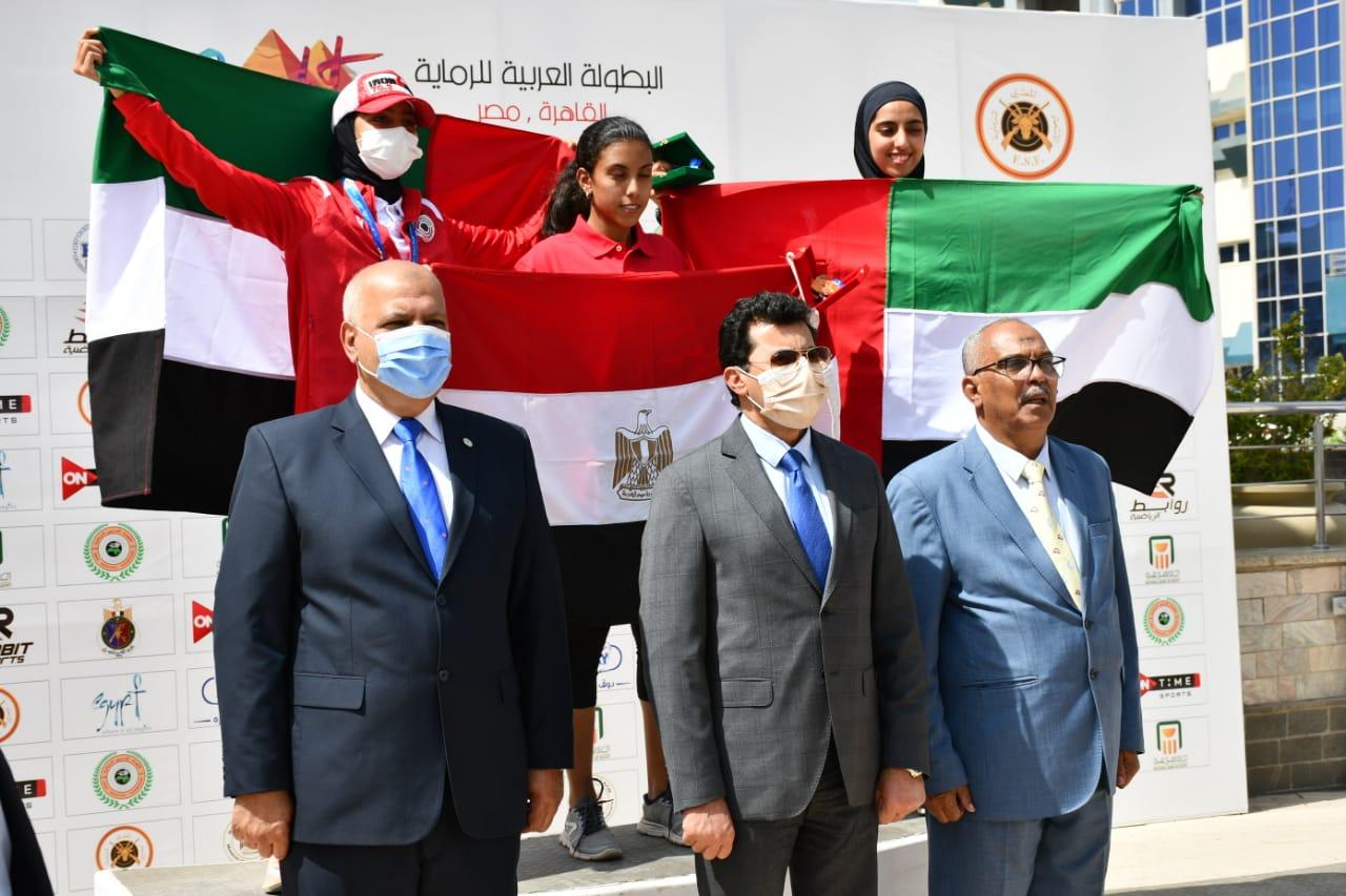 وزير الرياضة يكرم الفائزين بمنافسات تارجت سبرنت ضمن البطولة العربية للرماية