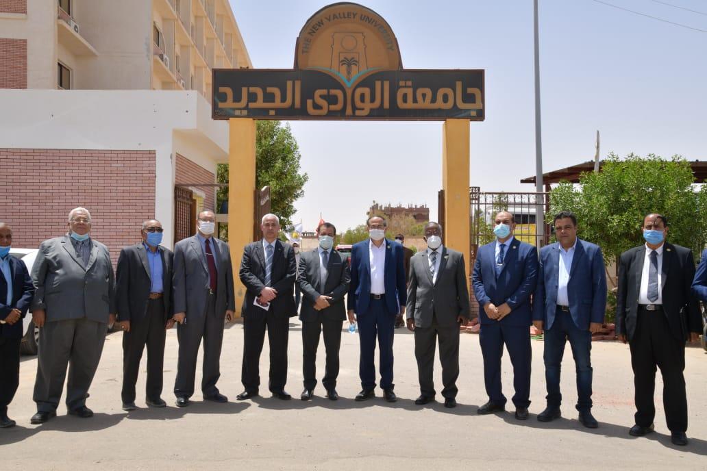 لجنة قطاع العلوم الصيدلية بالمجلس الأعلى للجامعات تزور جامعة الوادى الجديد