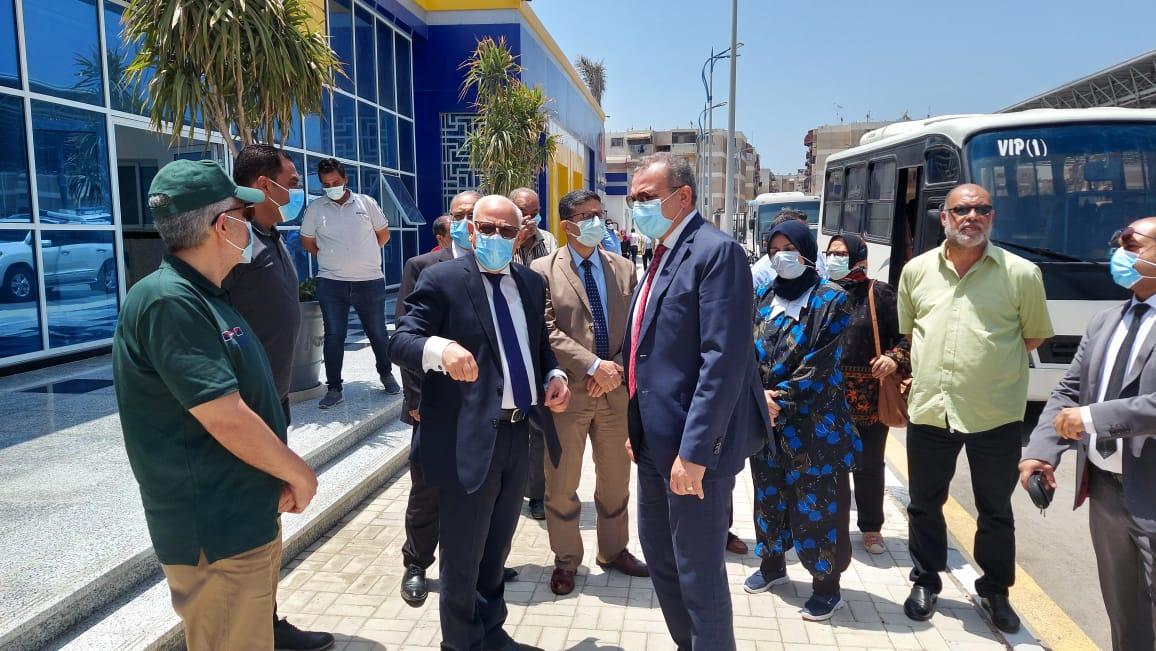 محافظ بورسعيد والمدير التنفيذى لصندوق تطوير العشوائيات يتفقدان الميناء البري الجديد بالضواحى