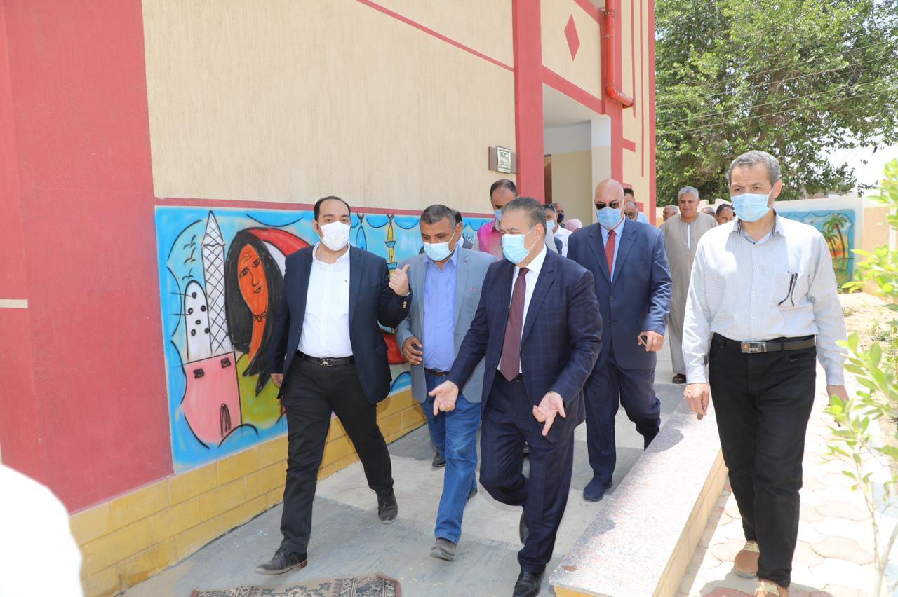 محافظ المنوفية يفتتح مدرسة عبد الحليم السكرى الإعدادية بكفر أبو الحسن بقويسنا ويؤكد جملة الاستثمارات بقطاع التعليم بلغت 598 مليون جنيه ..