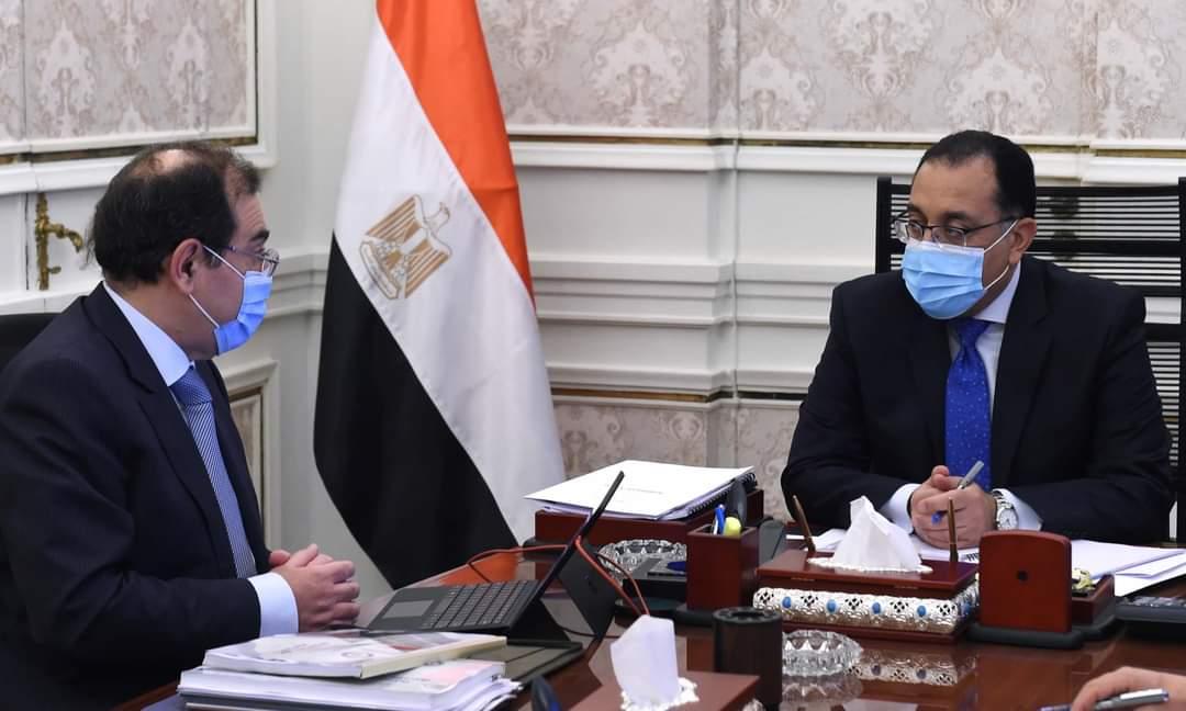 رئيس الوزراء يتابع مع وزير البترول موقف تنفيذ رئيس الوزراء يتابع مع وزير البترول موقف تنفيذ المشروعات