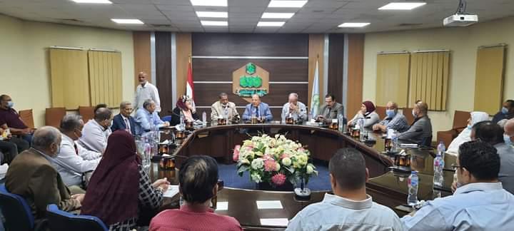 الإقتصاد العشوائى على طاولة إجتماع جمعية مستثمرى العاشر من رمضان مع رئيس مصلحة الرقابة الصناعية