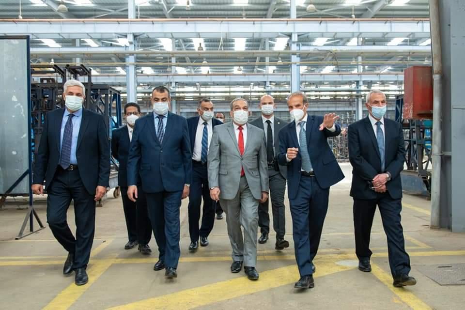 وزير الدولة للإنتاج الحربي يتفقد أحد مصانع القطاع الخاص لبحث سبل التعاون