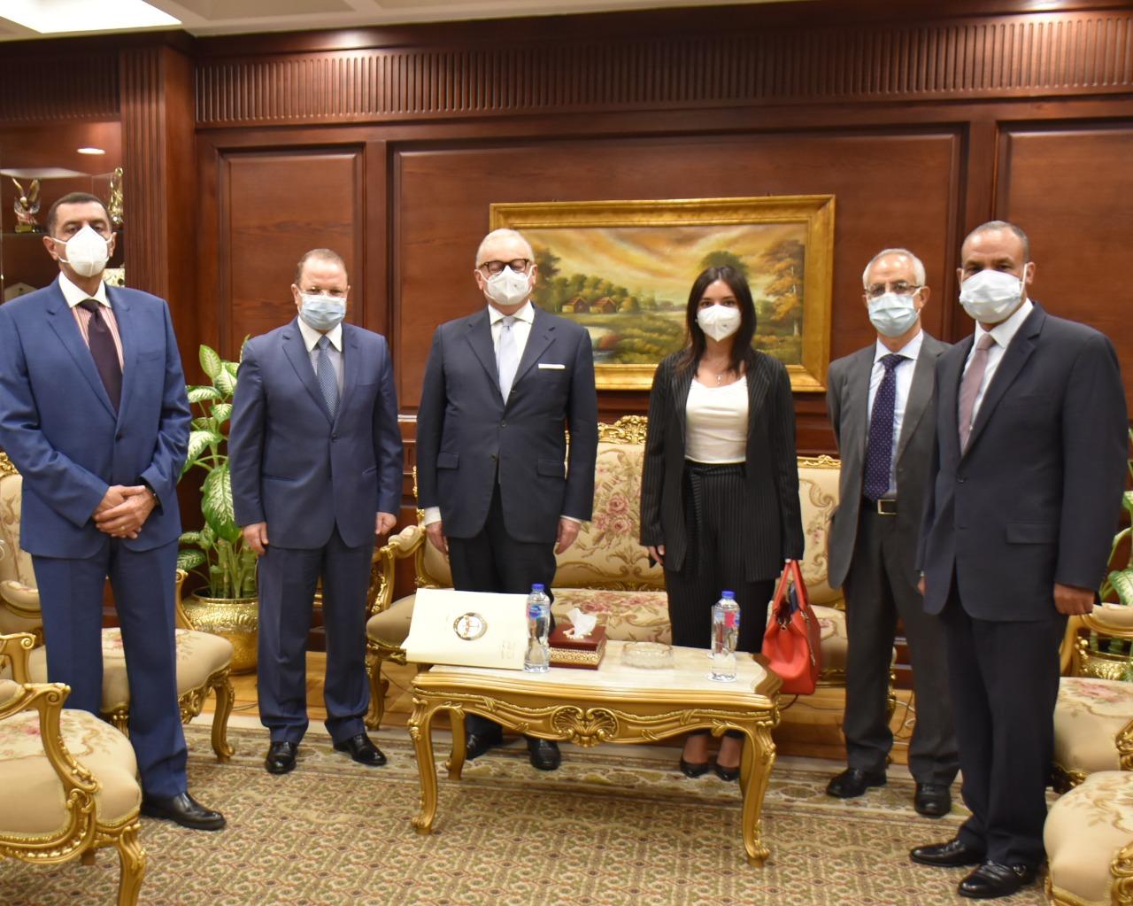 النائب العام يُسلِّم السفير الإيطالي تصرُّف النيابة العامة في قضية وفاة ريجيني
