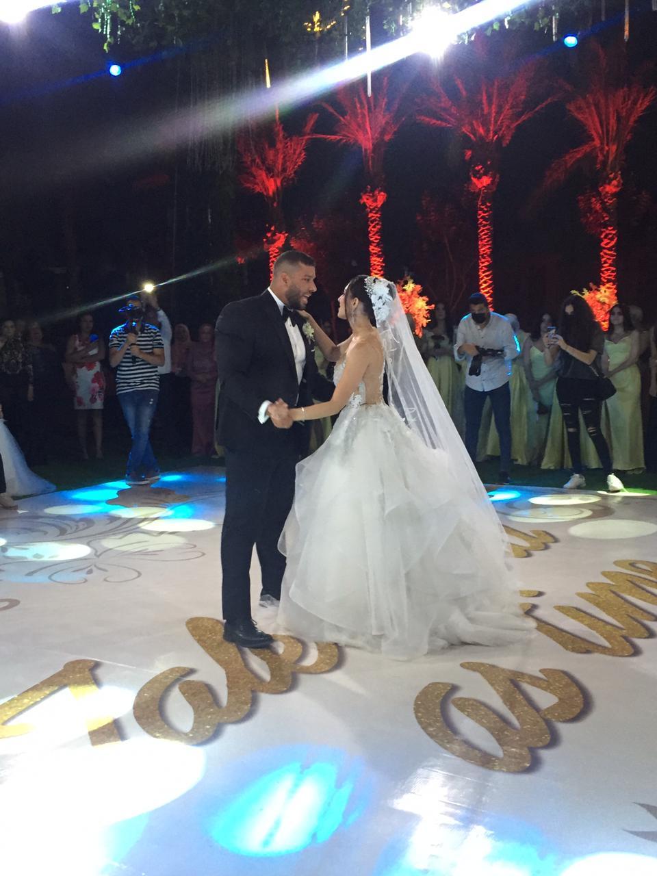 الف مبروك الزفاف.