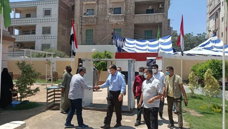 محافظ الشرقية يتفقد لجان امتحانات الثانوية العامة بمدرسة الشهيد مقدم طيارمحمد عبد البصير فؤاد الثانوية بأبو كبير