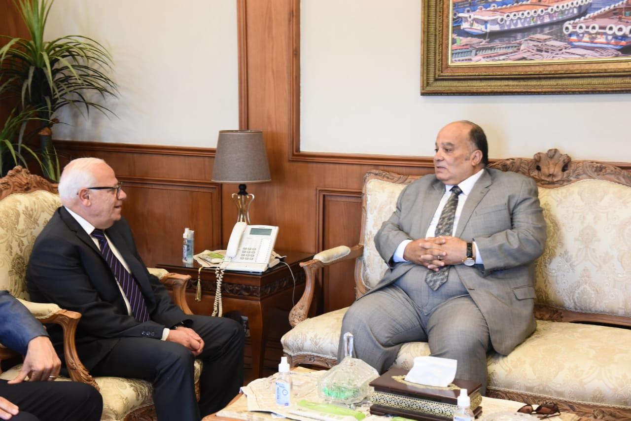 محافظ بورسعيد يستقبل نائب رئيس مجلس إدارة شركة المقاولون العرب