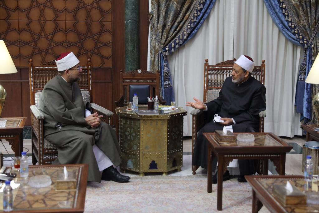 وزير الأوقاف يهنئ شيخ الأزهر بعيد الأضحى المبارك