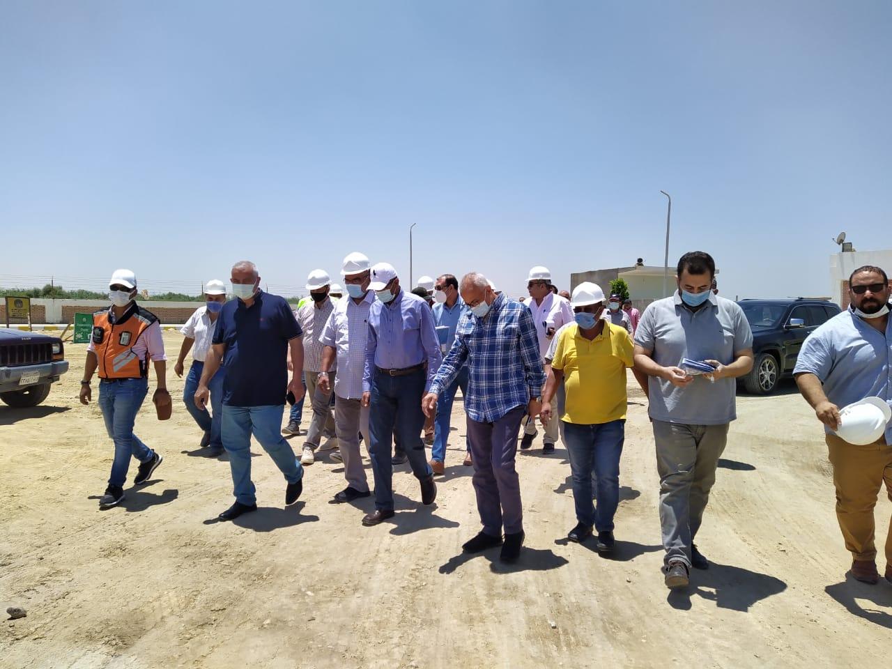 نائب وزير الإسكان لشئون البنية الأساسية يتفقد مشروعات مياه الشرب والصرف الصحى بمدينة بنى سويف الجديدة