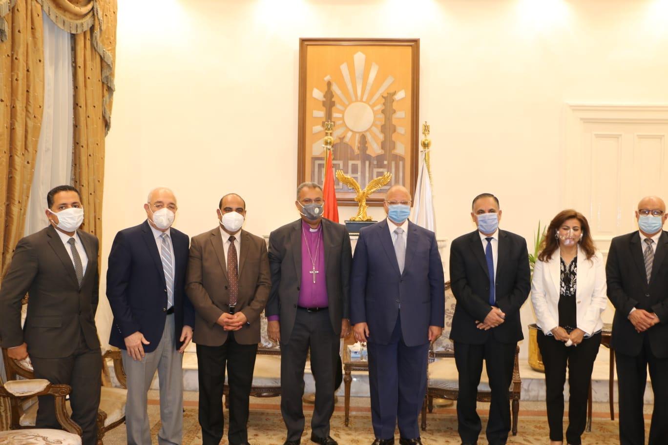 محافظ القاهرة يستقبل رئيس الطائفة الانجيلية للتهنئة بعيد الأضحى