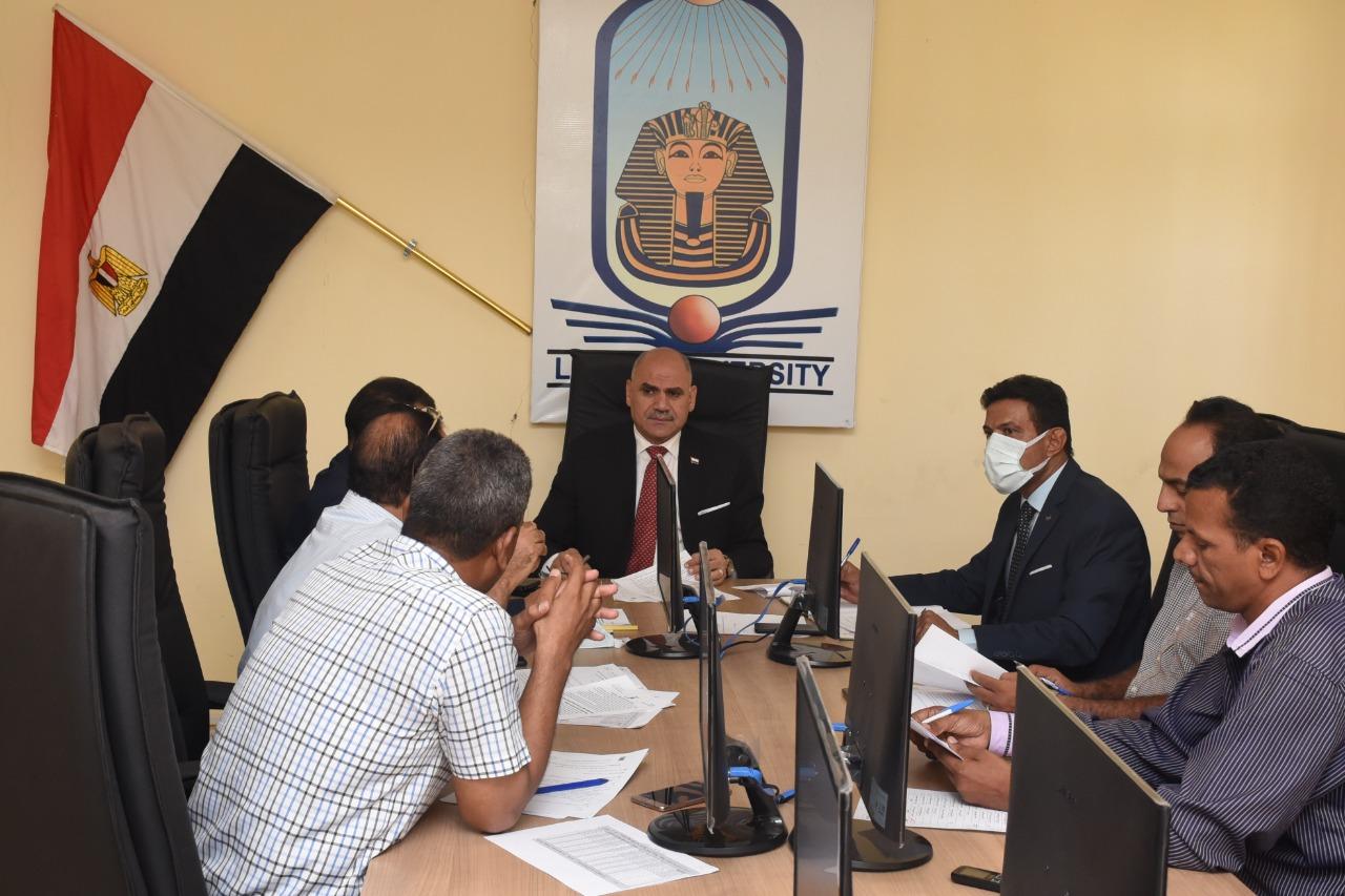 رئيس جامعة الأقصر يترأس مجلس إدارة مركز تنمية قدرات أعضاء هيئة التدريس والقيادات لبحث خطته التدريبية