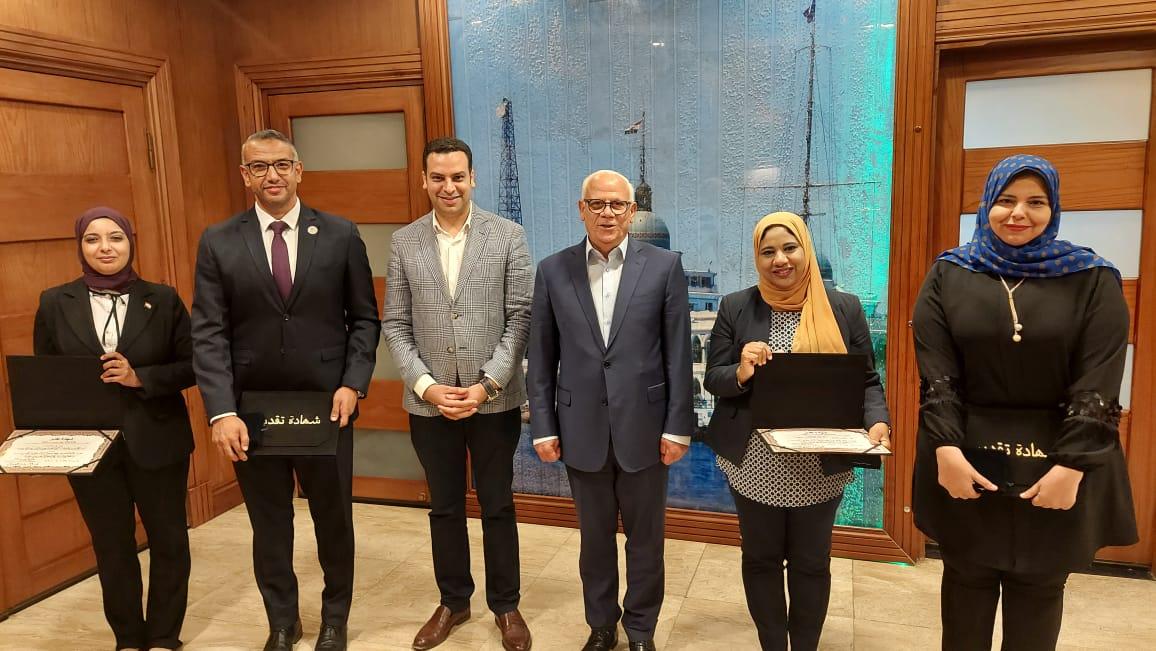 محافظ بورسعيد  يكرم  متدربي البرنامج الرئاسي لتأهيل التنفيذيين