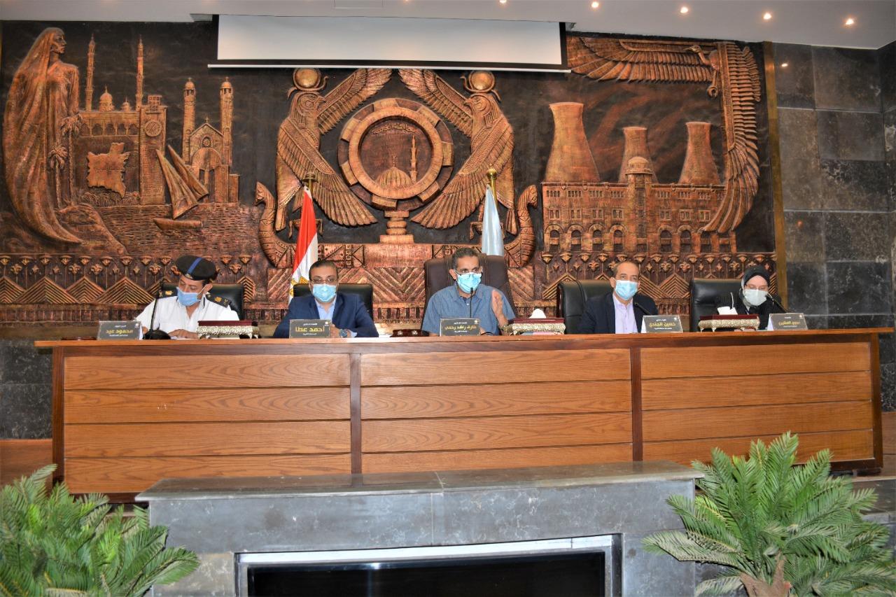 محافظ الغربية يناقش استعدادات المحافظة لاستقبال عيد الأضحى المبارك