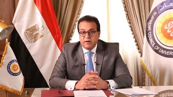 وزير التعليم العالي يقدم التهنئة للدكتور حسام الملاحي لتعيينه عضوًا بمجلس الشيوخ