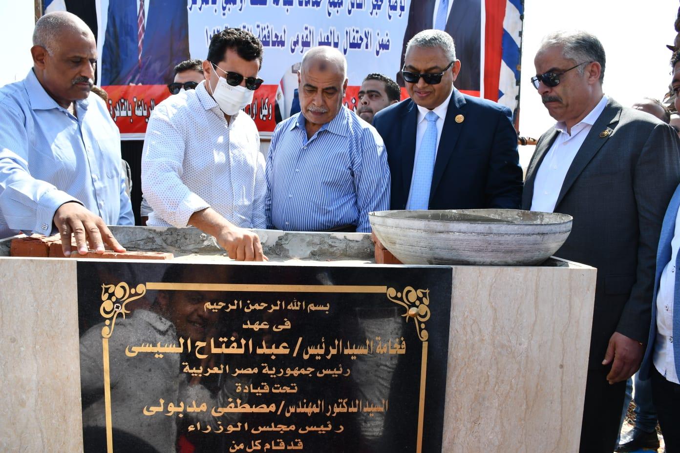 وزير الشباب والرياضة يضع حجر أساس حمام سباحة ومبني إجتماعي بمركز شباب المعصرة