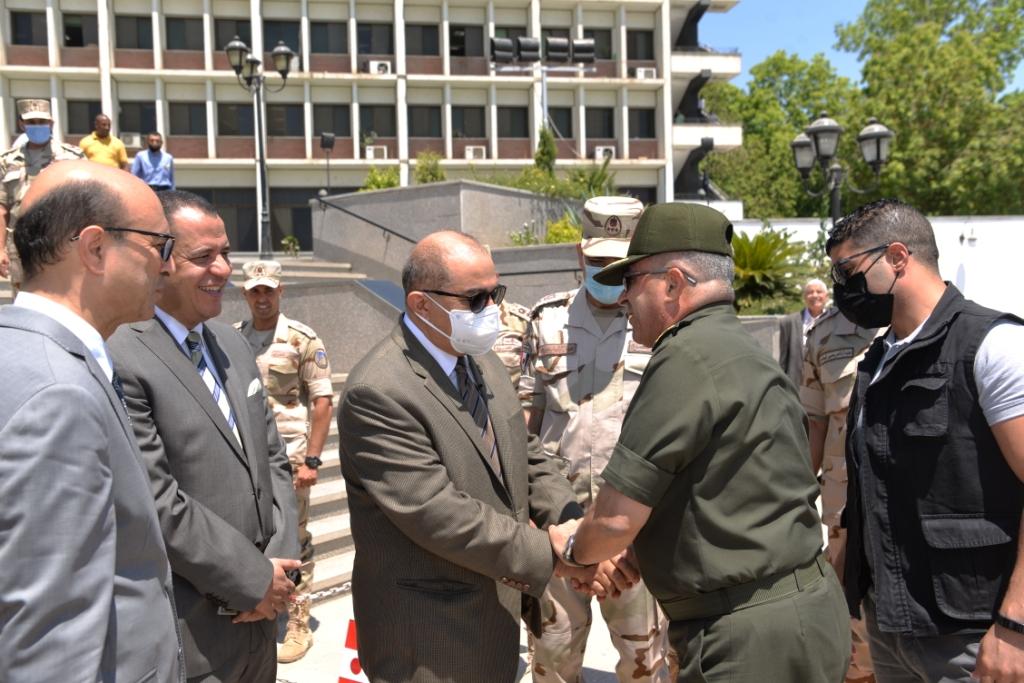 قائد المنطقة الجنوبية العسكرية فى ضيافة جامعة أسيوط للتهنئة بقرب حلول الأضحى المبارك