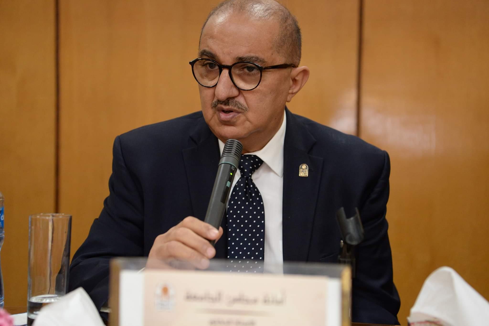 رئيس جامعة أسيوط يعلن خلو المستشفيات الجامعية من أية حالات إصابة بفيروس كورونا