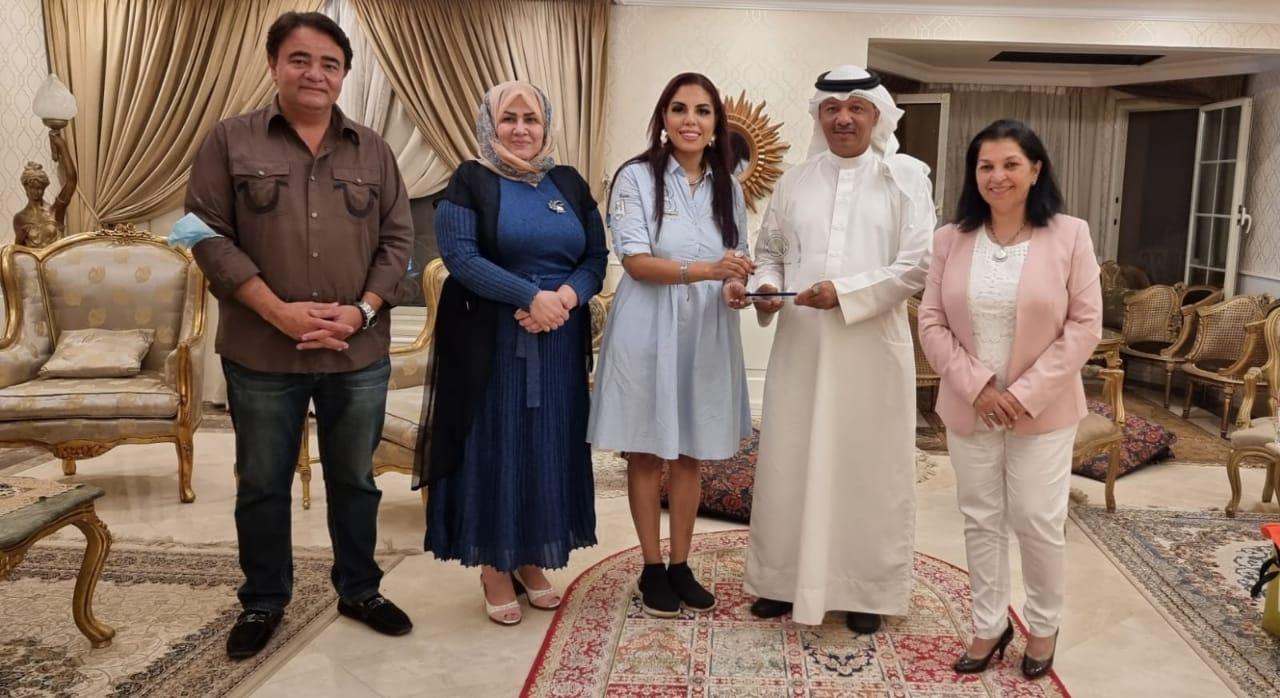 الاتحاد العربي للتطوع بالبحرين يمنح راندا رزق درعا تذكاريا لدورها في المسئولية المجتمعية