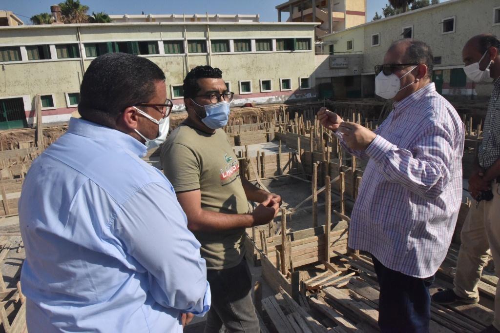 محافظ أسيوط يعلن استمرار الحملات التموينية وضبط 240 كيلو لحوم ذبح خارج السلخانة وتحرير 45 محضر تموينى