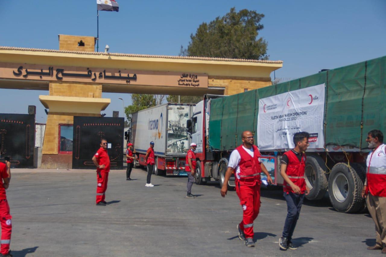 الهلال الأحمر المصري يطلق معونة  الدعم الإغاثي العاجل الرابعة للأشقاء الفلسطينيين