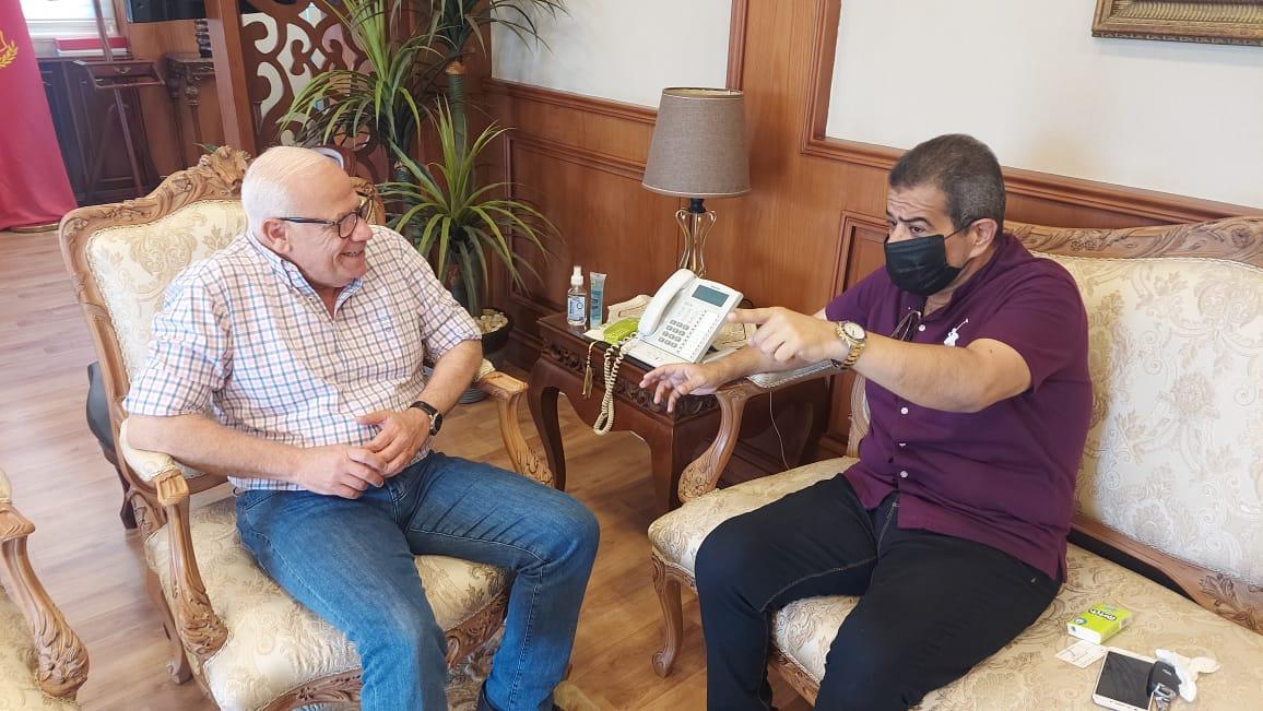 محافظ بورسعيد يستقبل والد الشهيد ملازم أول عبد الله الحمامى