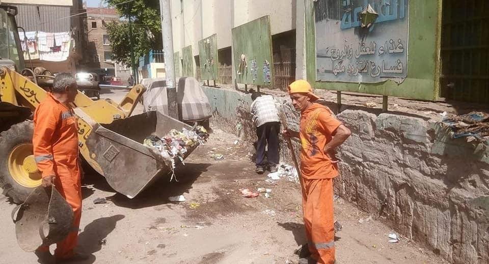 محافظ أسيوط يوجه باستمرار وتكثيف حملات النظافة ورفع المخلفات خلال أيام عيد الأضحى