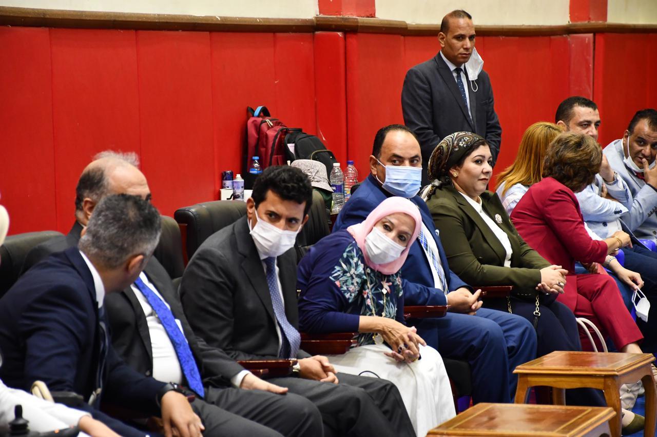 وزير الرياضة يؤازر البعثة البارالمبية قبل السفر لطوكيو