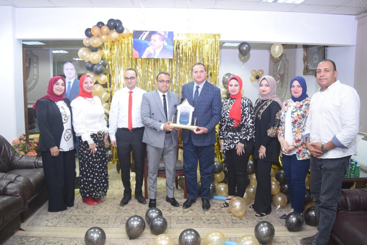 المركز الاعلامي يكرم الدكتور احمد عزيز رئيس جامعة سوهاج السابق