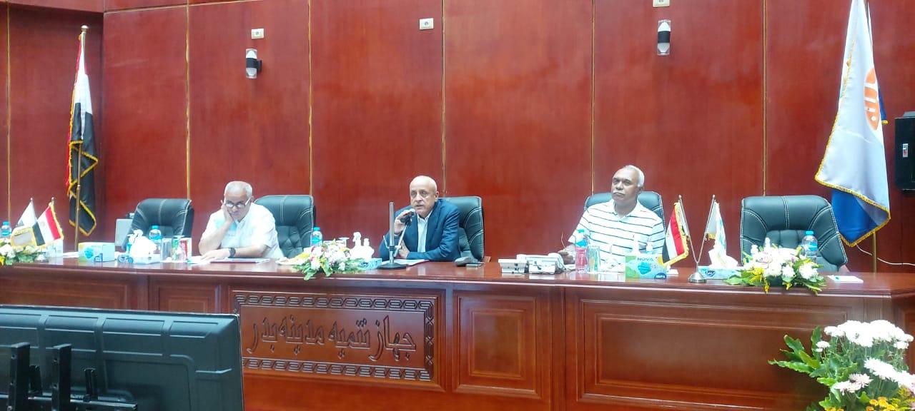 """نائب رئيس""""هيئة المجتمعات العمرانية"""" يتابع مع رؤساء أجهزة المدن الجديدة الموقف التنفيذي للمشروعات المختلفة"""