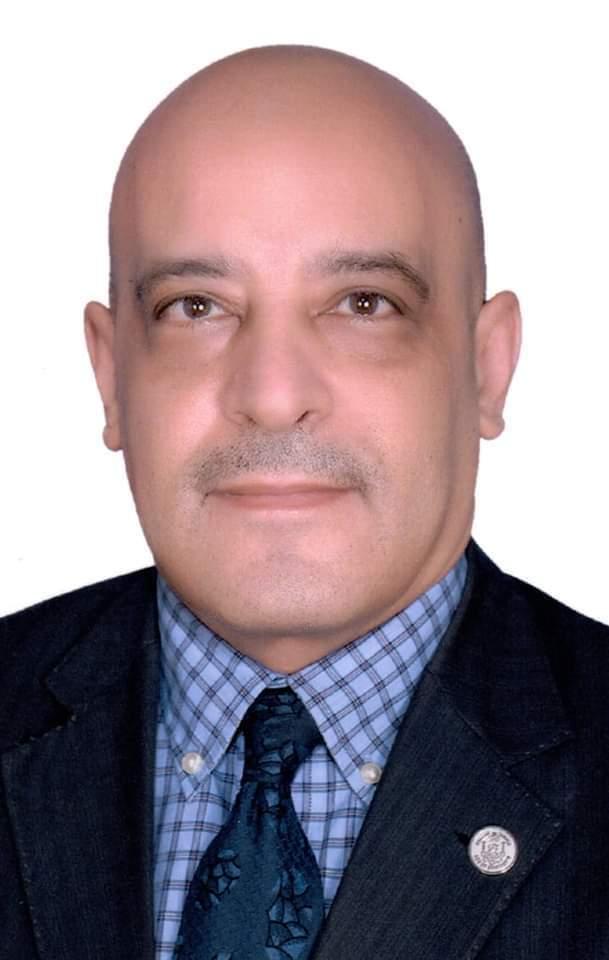 الدكتور أيمن عثمان قائم باعمال رئيس جامعة أسوان