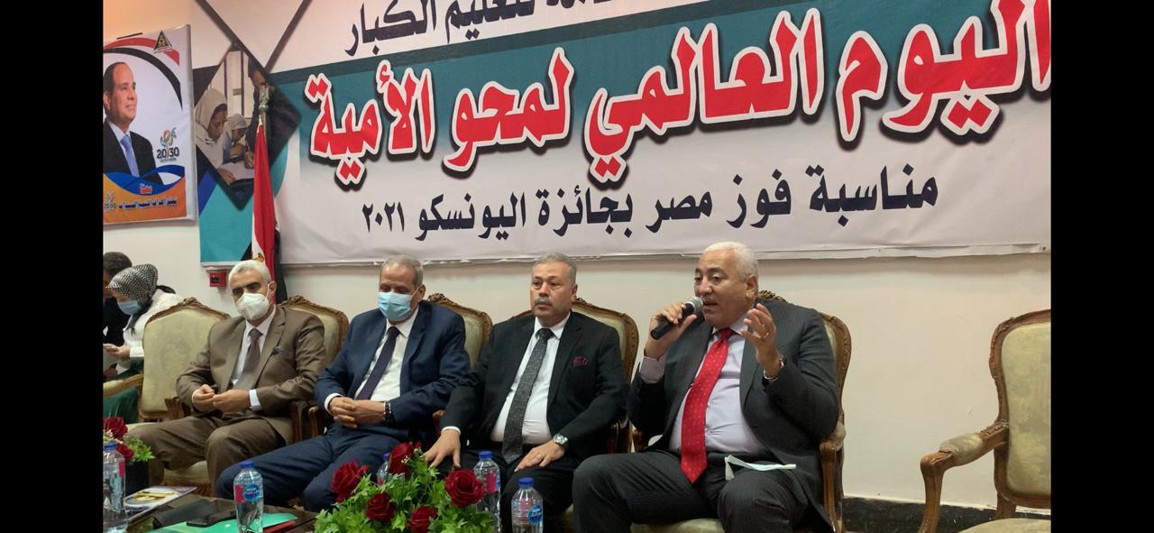 رئيس جامعة مدينة السادات يشارك في اليوم العالمي لمحو الامية بالهيئة العامة لتعليم الكبار