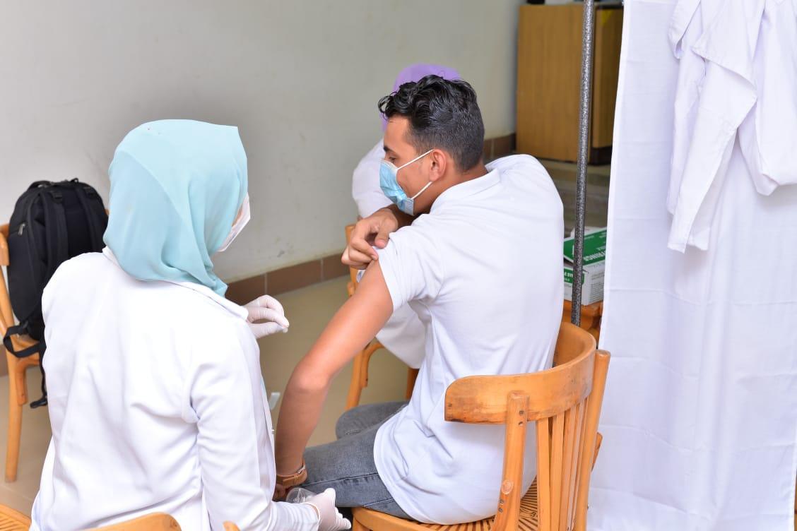 جامعة كفرالشيخ تواصل تطعيم طلابها ضد كورونا لليوم الرابع
