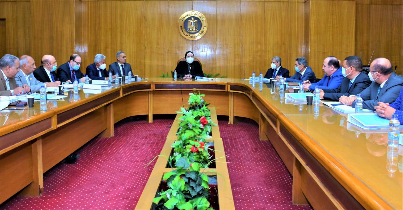 وزيرة التجارة والصناعة تبحث مع مجلس ادارة اتحاد الغرف التجارية سبل تفعيل دور الاتحاد في تنمية الاقتصاد المصري