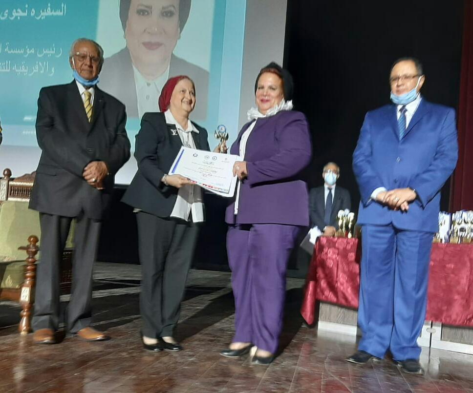 """المؤتمر الثانى للجنة الوطنية للمرأة في العلوم يكرم الدكتورة """"نجوى إبراهيم"""""""