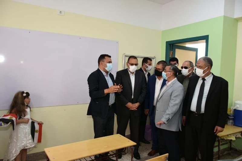 محافظ الشرقية يفتتح مدرسة الشهيد عمرو شبل فرحات الرسمية للغات بمدينة الزقازيق بتكلفة 24 مليون و794 ألف جنيه
