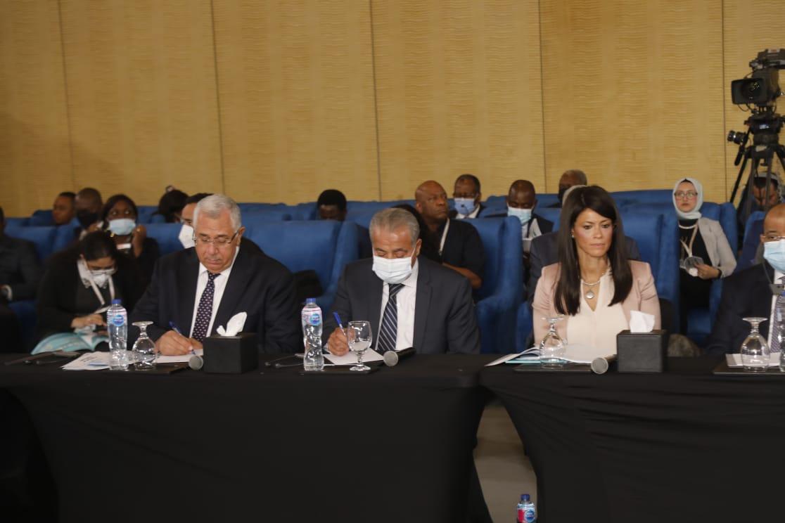 """وزير الزراعة يشارك في فعاليات """"منتدى مصر للتعاون الدولى والتمويل الانمائى"""""""
