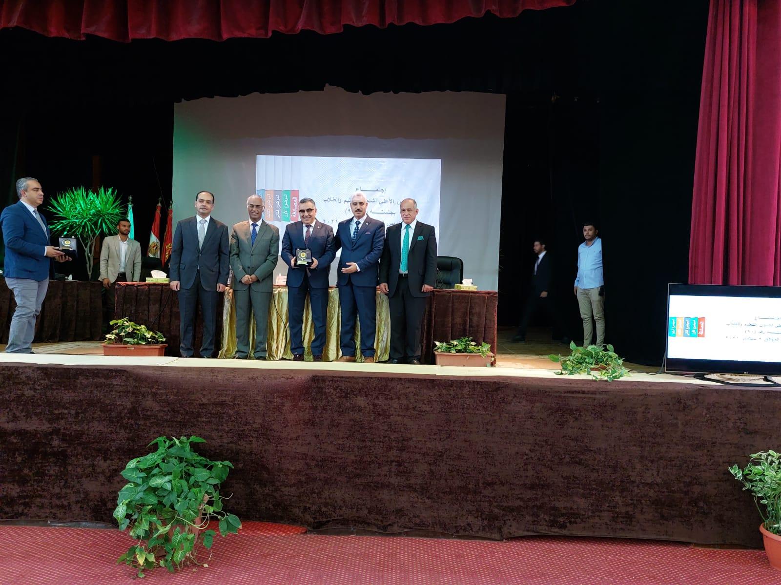 رئيس جامعة الفيوم يشارك في اجتماع المجلس الأعلى لشؤون التعليم والطلاب بجامعة بورسعيد