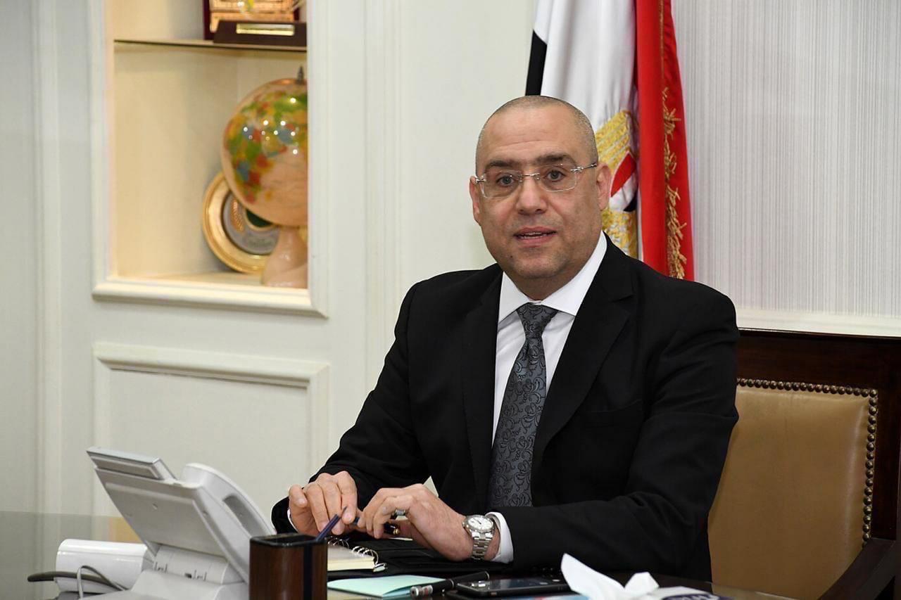 وزير الإسكان يستعرض الموقف التنفيذي للمشروعات السكنية وأعمال المرافق بتوسعات مدينة الشيخ زايد