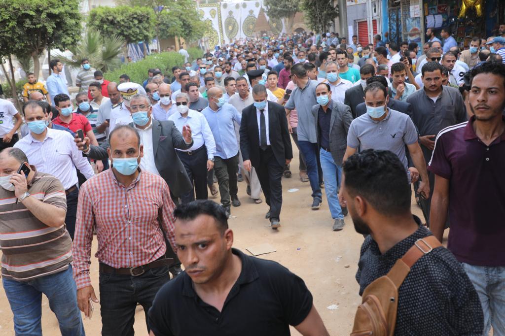 """في مشهد مهيب محافظ المنوفية يتقدم جنازة رجل الأعمال """" محمود العربي """" بمسقط رأسه بأبو رقبة بأشمون"""